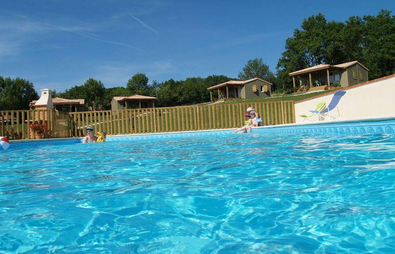 Hameau des celles basses accueil - Location aveyron piscine ...